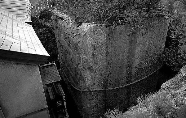 Камень Хеерлум Япония. Уцелевшие останки цивилизаций. Самые загадочные сооружения планеты, сохранившиеся до наших дней. Фото с сайта NewPix.ru