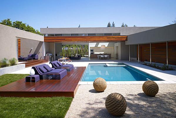 Фиолетовый комплект мебели для отдыха у бассейна