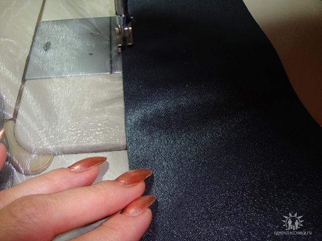 Укладываем гардину в манжет,закладывая в середину 2см так,чтобы проклееная сторона была сверху(на лицо)и перекант в 1 мм  будет снизу.Прокладываем строчку.