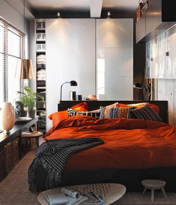 Спальня в ярких тонах
