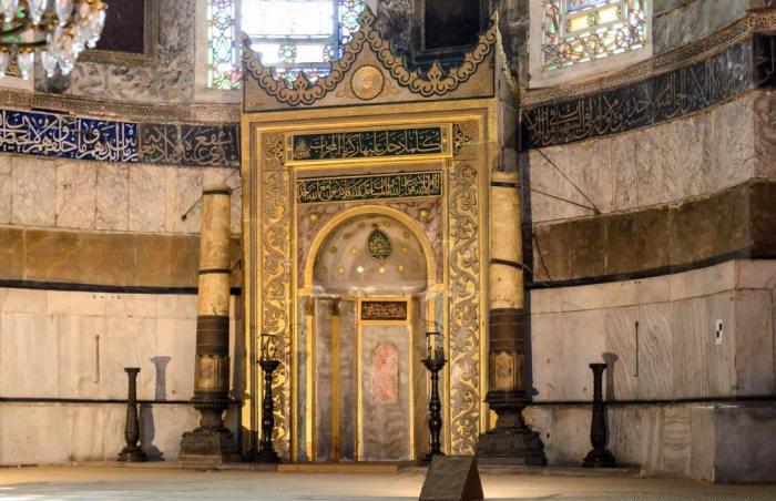 Михраб находится в юго-восточном углу собора, указывая направление на Мекку (Софийский собор, Стамбул). | Фото: yarowind.livejournal.com.
