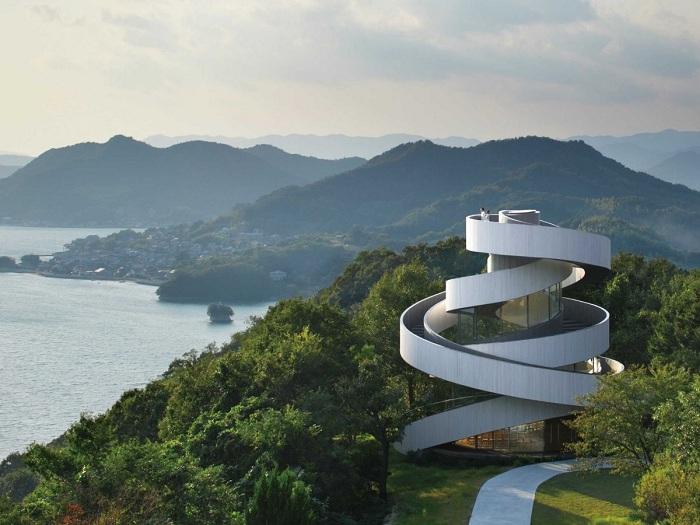 Необыкновенная свадебная Часовня-лента в Ономити (Япония)