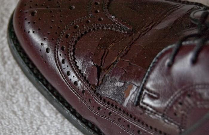 Рассохщаяся обувь может издавать раздражающий звук / Фото: bradshawandlloyd.com