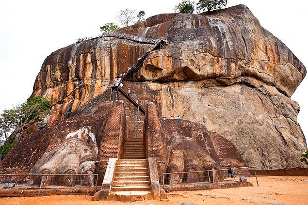 Лестница Sigiriya Lion's. Шри-Ланка.