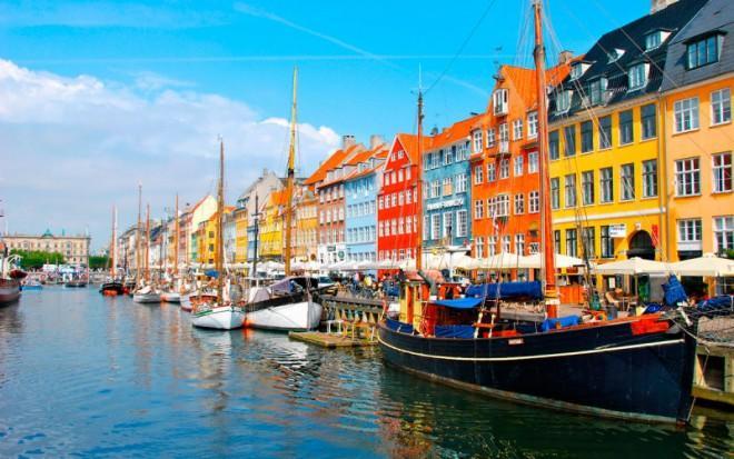 А ты знал, что датчане оставляют коляски с детьми на улице и раздеваются на солнце?;-)