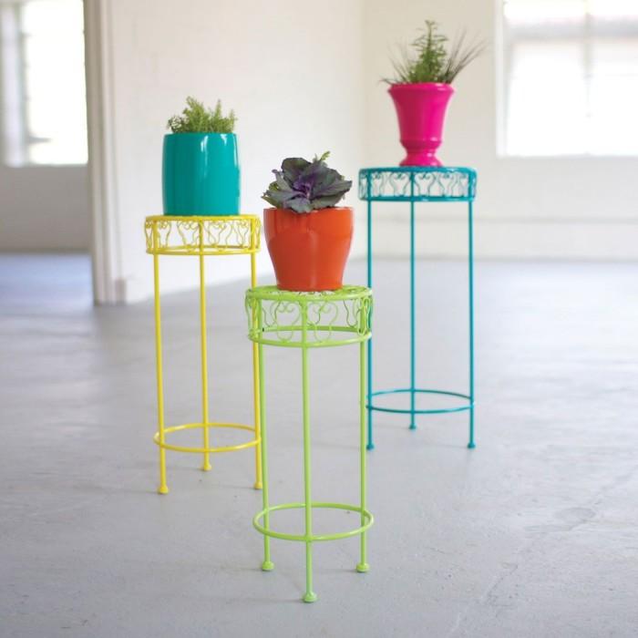 Три ажурные разноцветные подставки для цветов.