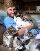 Кошачьи папы или 25 мужчин и их котов, которых так и хочется назвать сладкой парочкой