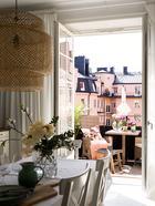 Необычная мансардная квартира с балконом и террасой в Стокгольме