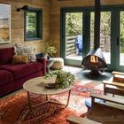 Необычный, но очень уютный деревянный коттедж в США