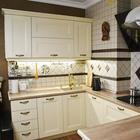 Кухня: современная классика цвета кофе с молоком