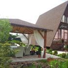 Дача: треугольный дом, элегантная беседка на берегу реки