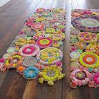 Из бечёвки и остатков нитей и ткани в швейном наборе получается очень симпатичный коврик