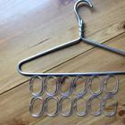 Лайфхак: как хранить шарфы и галстуки с помощью колец для штор