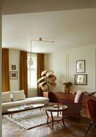 Стильный дизайн квартиры в довоенном доме в Варшаве
