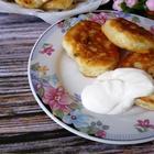 Оладьи на кефире и дрожжах с яйцом и луком