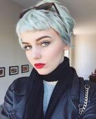 Короткая стрижка с челкой — тренд этого лета: 20 вариантов для блондинок и брюнеток