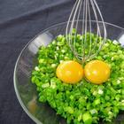 Взбейте зеленый лук с яйцом и вы останетесь довольны! Вкуснейшие лепешки с начинкой