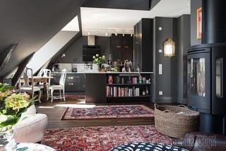 Мансардная квартира с преобладающим черным цветом