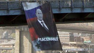 Огромный портрет Владимира Путина появился на Манхэттенском мосту в Нью-Йорке
