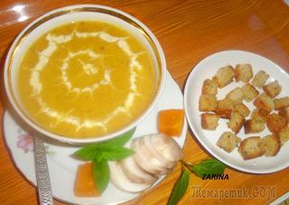 Согревающий осенний крем-суп из запеченной тыквы с чесноком, жареными грибами ароматными сливочными сухарями