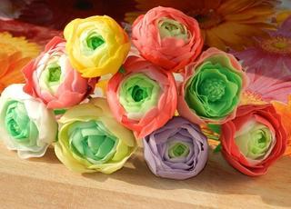 Краски лета — садовые лютики в технике керамической флористики
