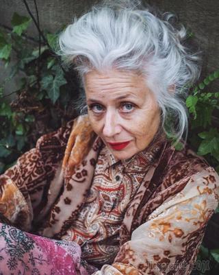 Эта женщина в 61 год стала иконой стиля для тысяч людей