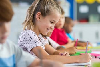 Как научить ребенка правильно держать ручку: 3 простых варианта