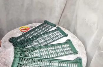 Идея для дачи из сломанных пластиковых и деревянных ящиков
