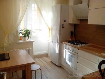 Кухня: небольшая, но уютная кухня с цветами