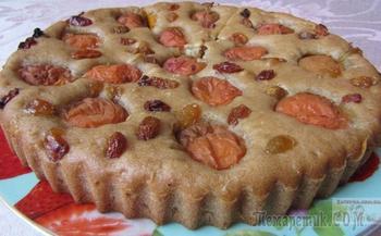 Постная медовая коврижка с абрикосами и изюмом
