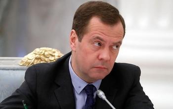 Доходы Дмитрия Медведева за год снизились на 21 тысячу рублей!