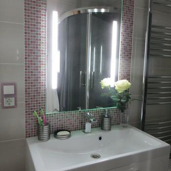 «Долго выбирали между ванной и душевой кабиной»: опыт оформления ванной комнаты