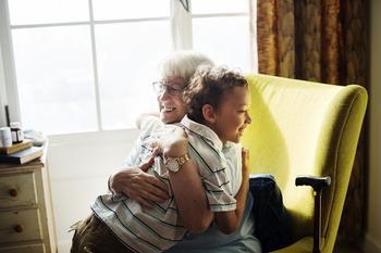 Стоит ли оставлять ребенка с дедушкой и бабушкой на длительное время