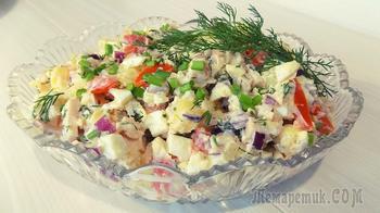 Салат с копченой грудкой и помидорами с сыром