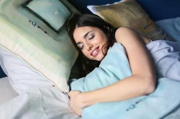 Сони по гороскопу: знаки Зодиака которые любят спать до полудня