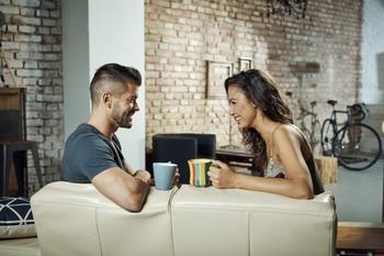 Как смех и умение пошутить влияют на отношения в паре?
