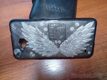 Интересное украшение для смартфона