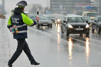 Почему не стоит просто открывать капот автомобиля по просьбе полицейского: важные нюансы
