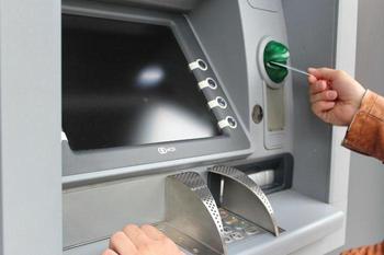 Как через банкомат погасить кредит?