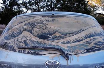 Произведения искусства на грязных автомобилях