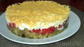 Слоеный салат с баклажанами и помидорами