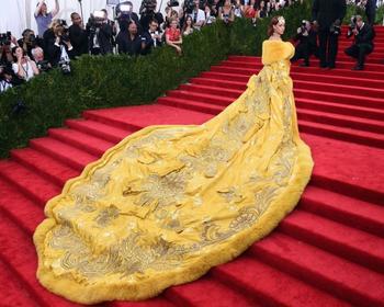 10 ослепительно красивых платьев звезд, которые стоят целое состояние