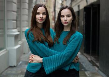 «Одинаковые, но непохожие». Близнецы в фотопроекте Питера Зелевски