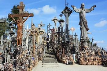 Гора Крестов и ещё 9 самых жутких туристических направлений