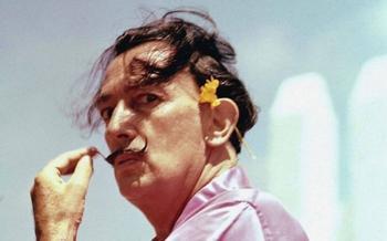 Почему Сальвадор Дали носил необычные усы, и в чём заключался истинный смысл часто используемых им на картинах символов