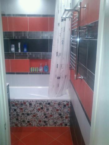 Ванная: белое, красное и черное