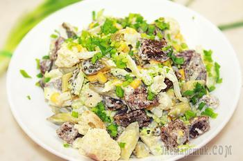 Салат с сухариками и кукурузой - Вкусный и простой салат