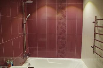 Ванная: интерьер в винном цвете
