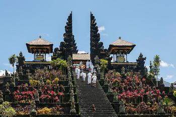Храмы Индонезии: 10 невероятных сооружений