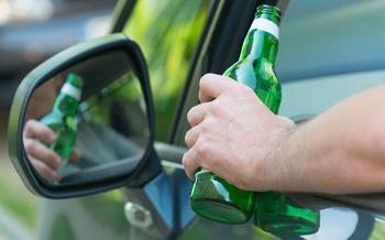 Самые популярные разводки ДПС: пиво в запаркованном автомобиле